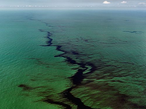 Burtynsky_oil_spill_10_oil_slick_gulf_of_mexico_2010_lg