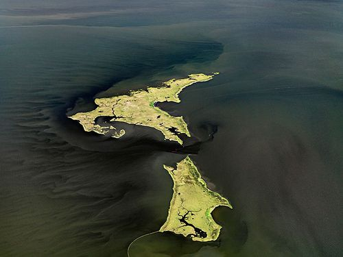 Burtynsky_oil_spill_14_marsh_islands_gulf_of_mexico_2010_lg