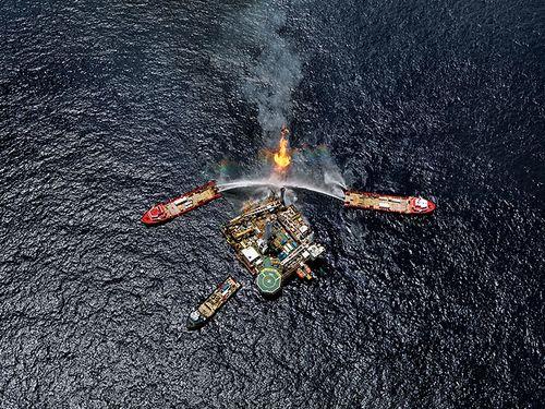Burtynsky_oil_spill_5_q4000_drilling_platform_gulf_of_mexico_2010_lg